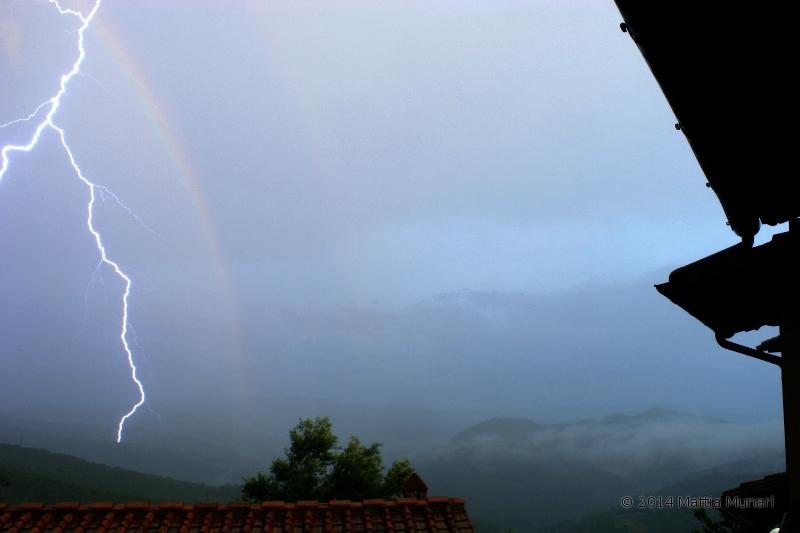Fulmine con arcobaleno