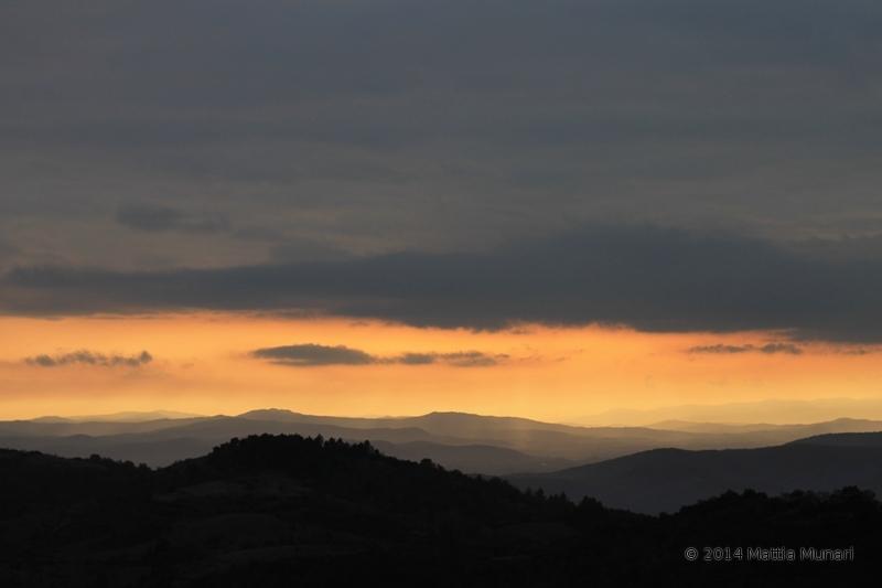 Un breve lasso di tempo in cui il cielo si inizia a rasserenare prima del tramonto e dell'oscurità.